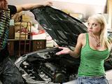 Le arreglo el coche a una amiga de mi hermana