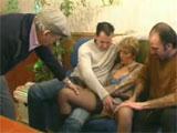 Una mujer para el padre y sus dos hijos solterones