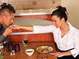 Cena romantica con una compañera del trabajo