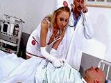Los cuidados intensivos de la enfermera