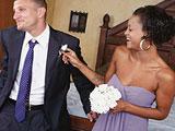 Una de las amigas de la novia se tira al novio