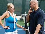 El profesor de tenis y la alumna pija