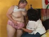 Dos hermanas gordas se lo montan entre ellas