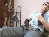 Pilla a su hijo haciendose una paja