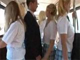 Tocamientos en el bus escolar a una colegiala
