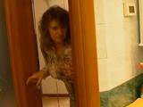 Le excita ver a su hijo desnudo en la ducha
