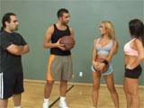 Se juegan un polvo al baloncesto